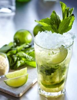 Mojito, το cocktail που αγαπούν οι Έλληνες είναι δροσερό, αρωματικό και... κερδοφόρο!