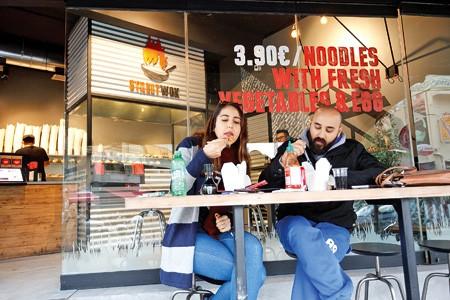 Street food: Η νέα μόδα στην ταχεία εστίαση