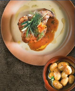 Το κρέας στο επίκεντρο: Κοτόπουλο λεμονάτο με πατάτες και δεντρολίβανο